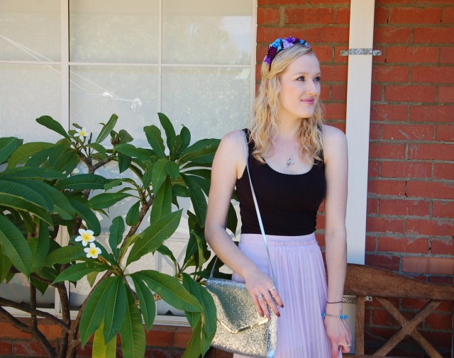 Flower crown headband spring / fairy-inspired outfit and glitter handbag